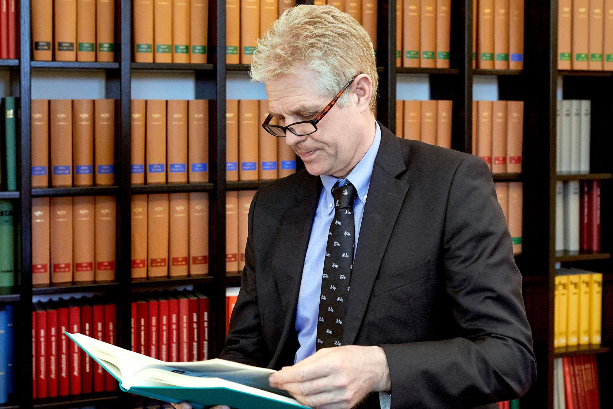 Dr. Rainer Bakker